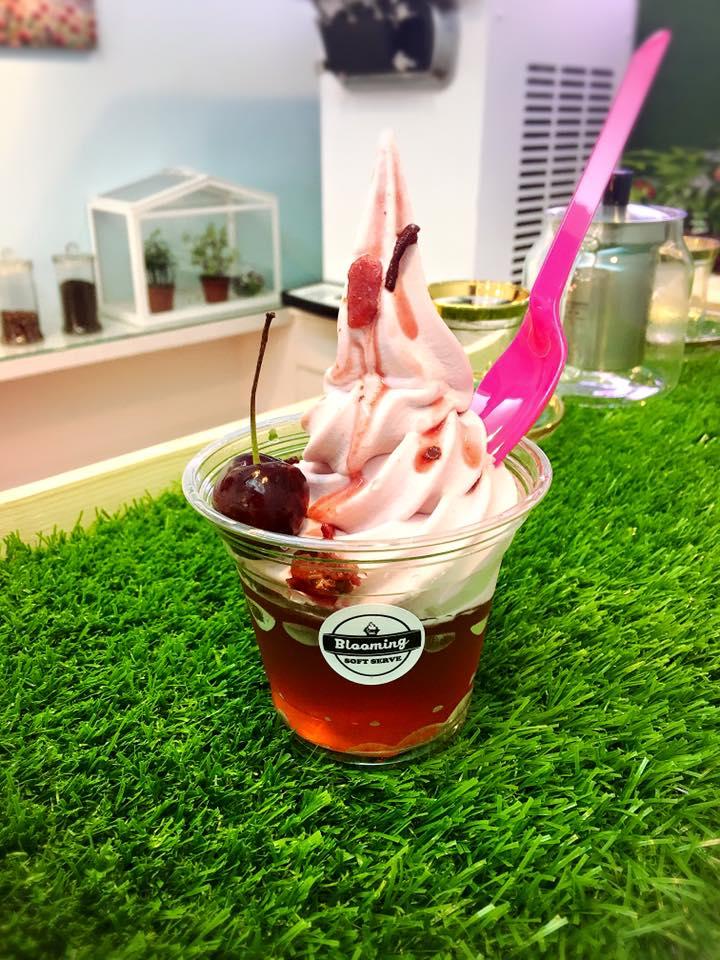 Blooming Ice Sweet 花果茶霜淇淋 地址:台北市忠孝東路4段553巷46弄2號 喜歡吃霜淇淋的人一定要來試試看這間!飽兒個人認為霜淇淋超濃郁的~吃一口就讓你唇齒留香啊!