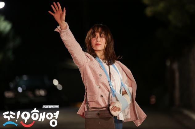 近年來韓劇女主角不一定是走又漂亮又能幹的風格了,也有很多因為劇情需要把女主角塑造的不美(但其實還是很美~~),但是也得到觀眾喜愛、人氣很高的韓劇出現