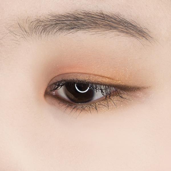 簡單的10步,今天的眼妝就完成了!甜美中還帶著一點小嫵媚,這也是最近韓妞最常畫的眼妝~~