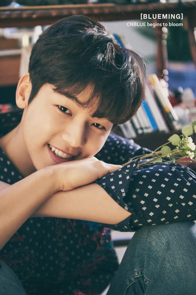 NO.10 CNBLUE-姜敏赫 (24) 不只是CNBLUE的鼓手,最近CNBLUE更是偶像跨足戲劇的代表團體之一。最近在戲子裡有亮眼表現的敏赫,可是韓國網友票選的6月壽星的代表美男之一
