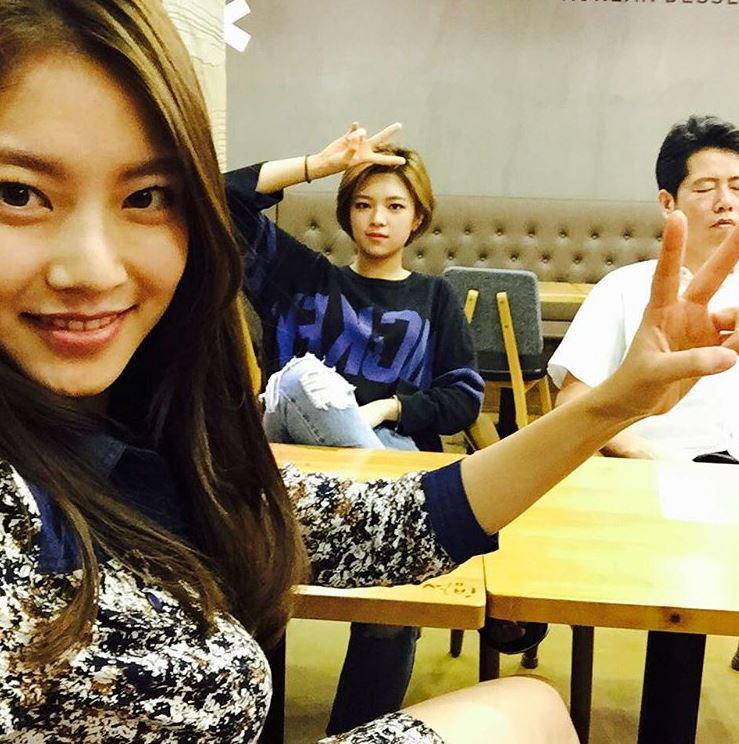然而俞氏姊妹不只有孔昇延和定延,二姊的美貌也讓韓國網友們大力讚美俞家的基因,大家知道二姊現在的模樣嗎?