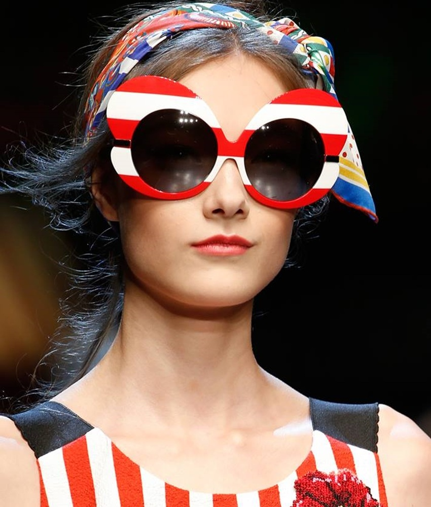 摩登少女覺得,Dolce & Gabbana這幾款印花墨鏡,是很搶眼沒錯(轉印的花卉圖騰真的美呆了),但對一般人而言真的有點難以駕馭阿......