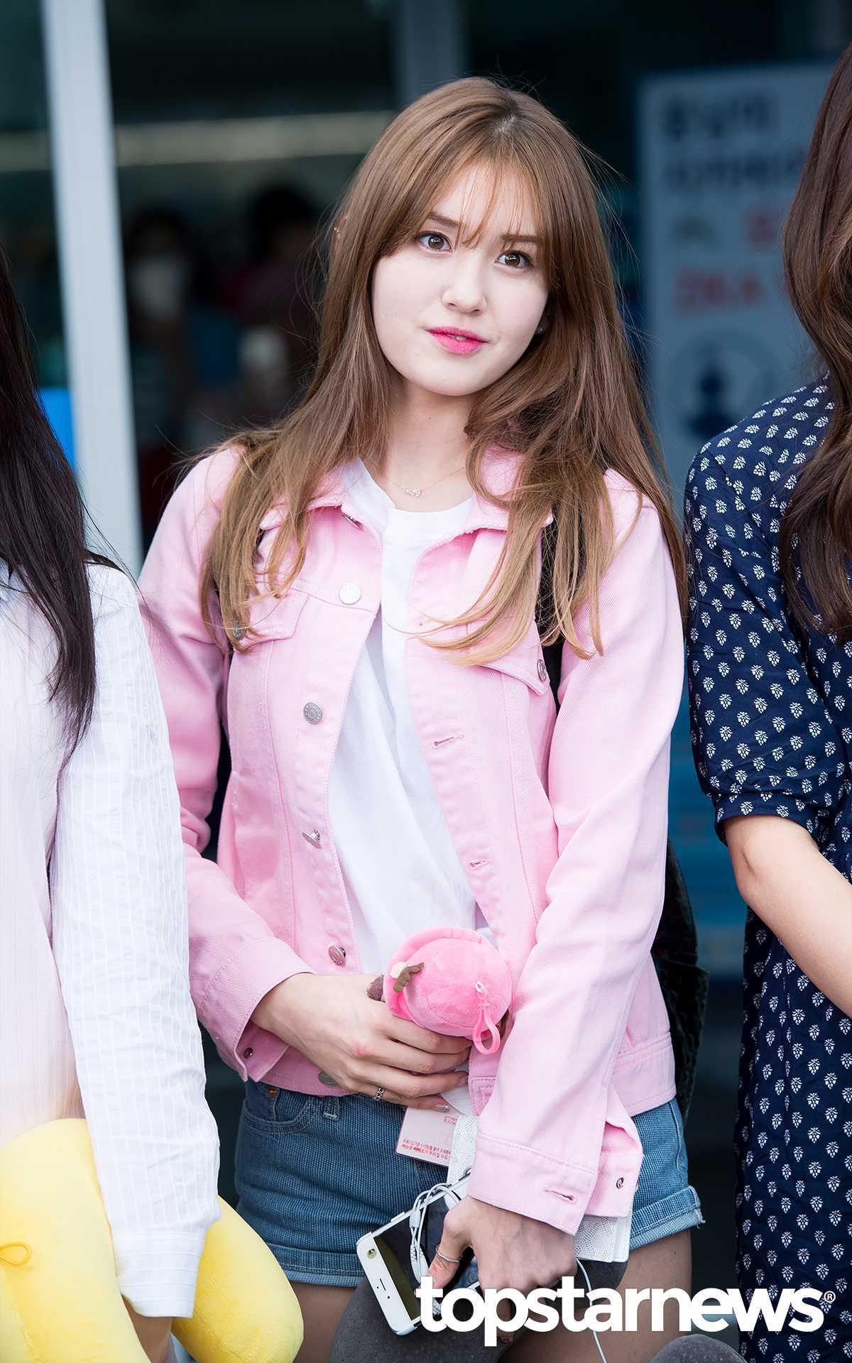 但有不少粉絲認為YMC娛樂及JYP娛樂對這次的事件處理的方式不太恰當,讓粉絲有受騙上當的感覺。