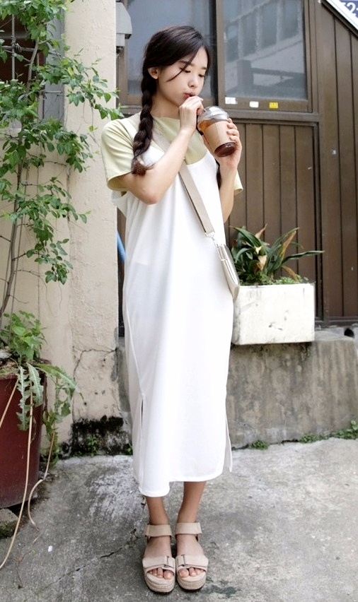 ★背心裙 比起洋裝更休閒一點,可愛的背心裙也是男生無法抗拒的衣服呢