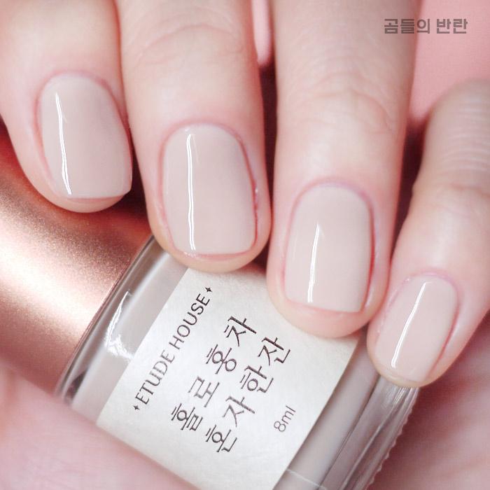 還有淡淡的裸奶茶色,跟前面的玫瑰粉晶色產不多,都能帶給人一種溫暖感,更適合冬天。