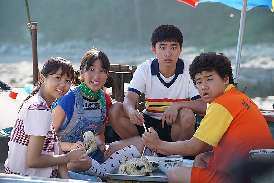 D.O.在去年和金所炫主演的純愛電影《純情》,獲得網路與觀眾們高度的喜愛,評價高達9.0分,拿到人氣獎實至名歸!