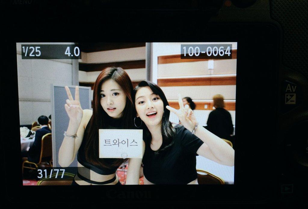 韓國網友們最近也稱讚志效其實是「貝果女」,TWICE的成員們身材都很好啊~~ ※貝果女簡單來說就是指擁有「天使臉孔魔鬼身材」的女生!