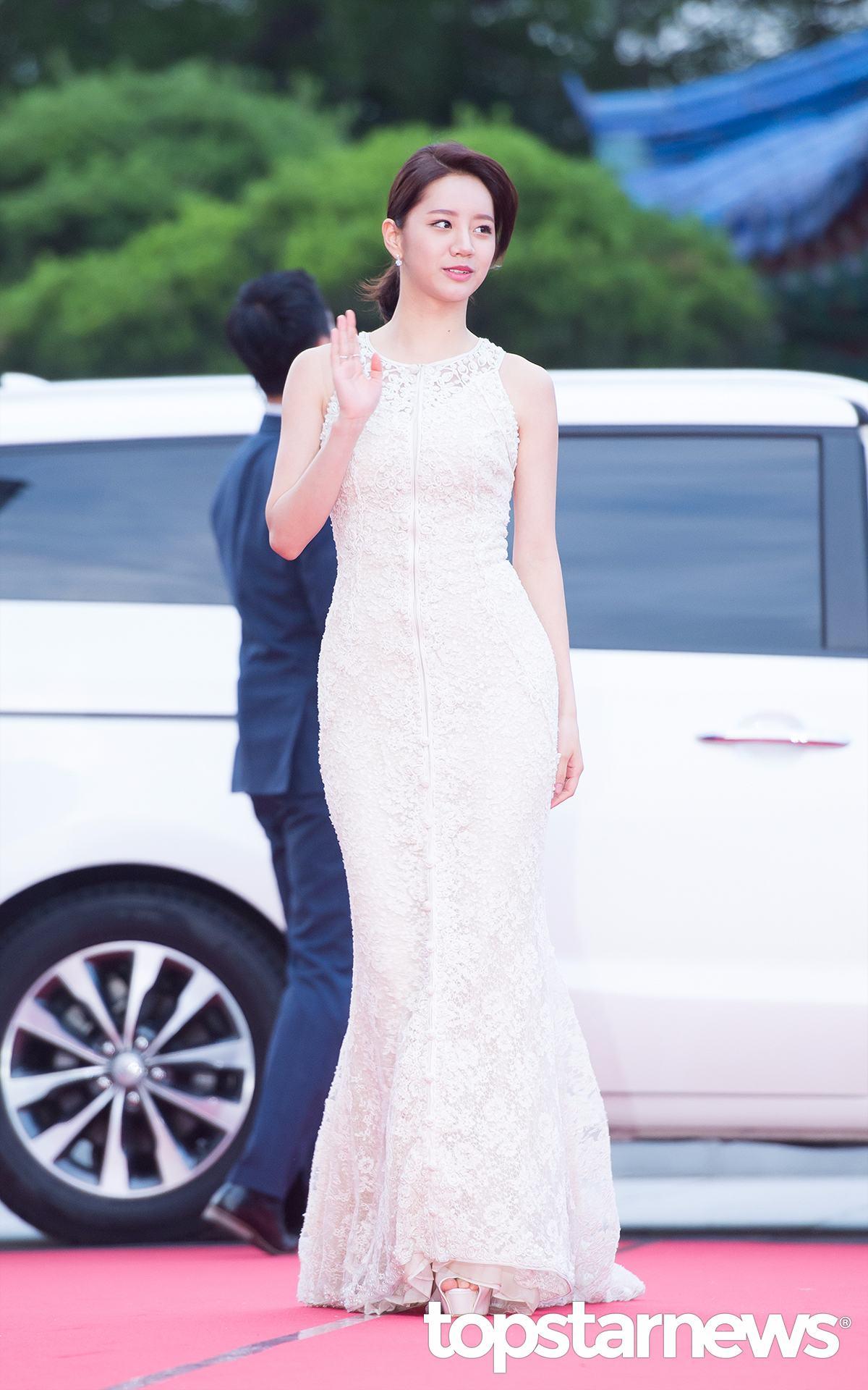 惠利這一身蕾絲貼身禮服,讓粉絲驚嘆原來惠利的身材原來那麼好!