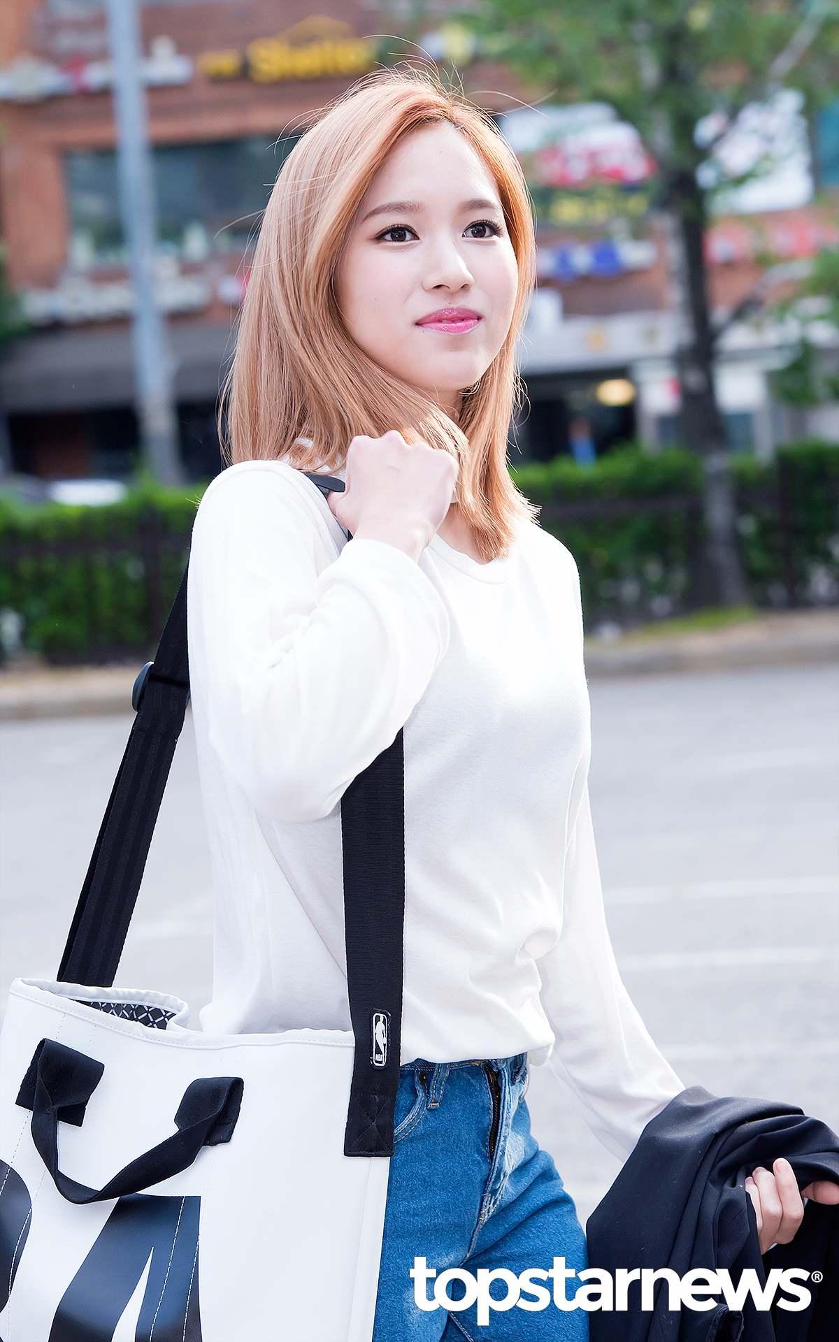 希望那位粉絲可以好好珍藏Mina的證件照囉!最後就用這張Mina美美的照片來跟大家說再見啦~~掰掰( ゚∀゚) ノ♡