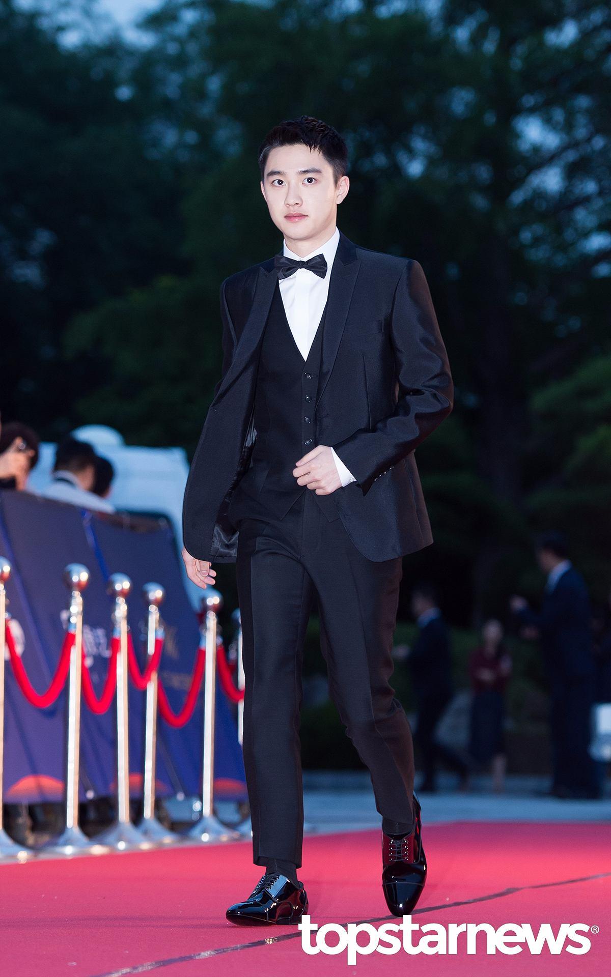 以短髮現身的都暻秀看起來超有朝氣,即將回歸的EXO前幾天公開預告照時引起熱烈討論,一起為他們的回歸應援吧~!