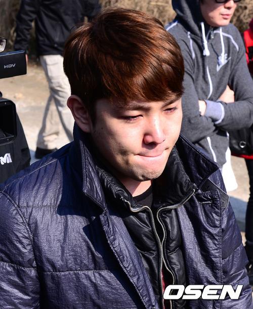 SJ 強仁在酒駕事件之後演藝活動目前全面喊卡,但因為是二次因為喝酒而登上媒體版面,在本來就非常嚴格檢視藝人私德的韓國,恐怕會對復出造成衝擊。在隔天更有部份SJ粉絲連署希望要求強仁退出團體,成員們的反應自然成為媒體焦點。
