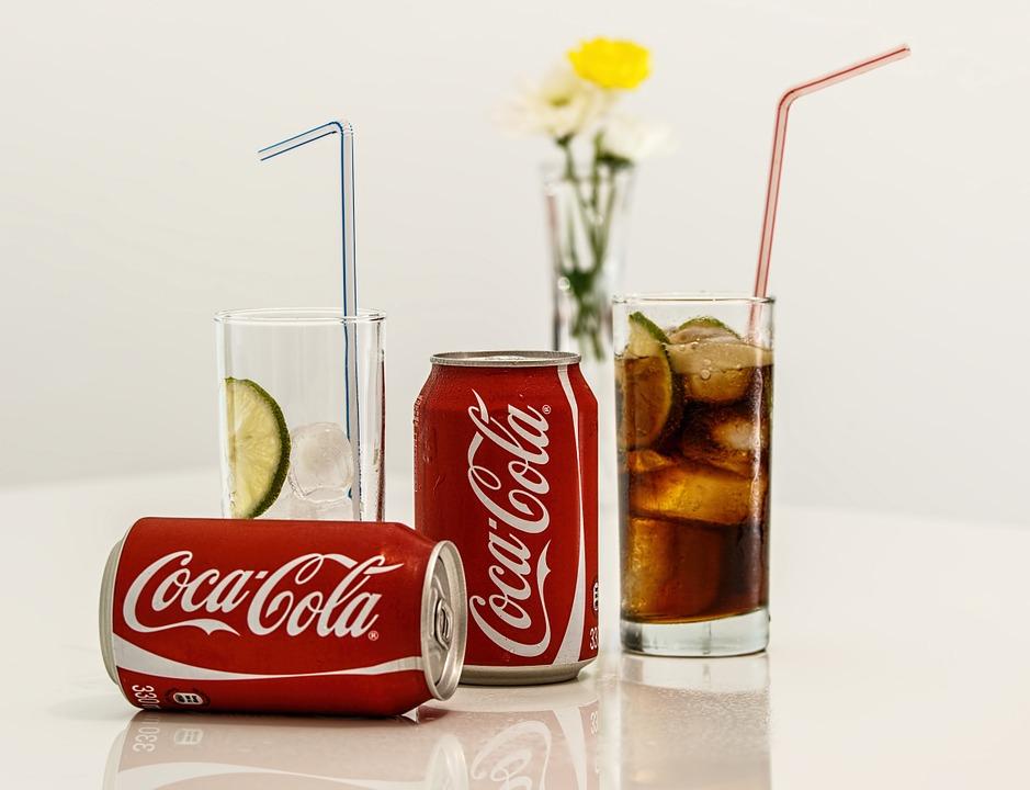 ◆人造甜味劑 主要存在於碳酸飲料中的人造甜味劑會刺激大腦細胞,傳達甜食進入身體的信號。在此過程中,起到抑制食慾作用的大腦分區就會受到影響,導致攝入更多的甜食。
