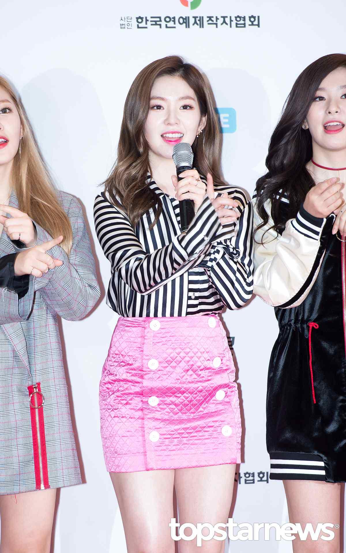 最後是Irene,這裙子未免太螢光了吧XD 有種「泰國曼谷包」的感覺哈哈,不過看完每個成員的穿搭,覺得問題不是'非常'大啊~