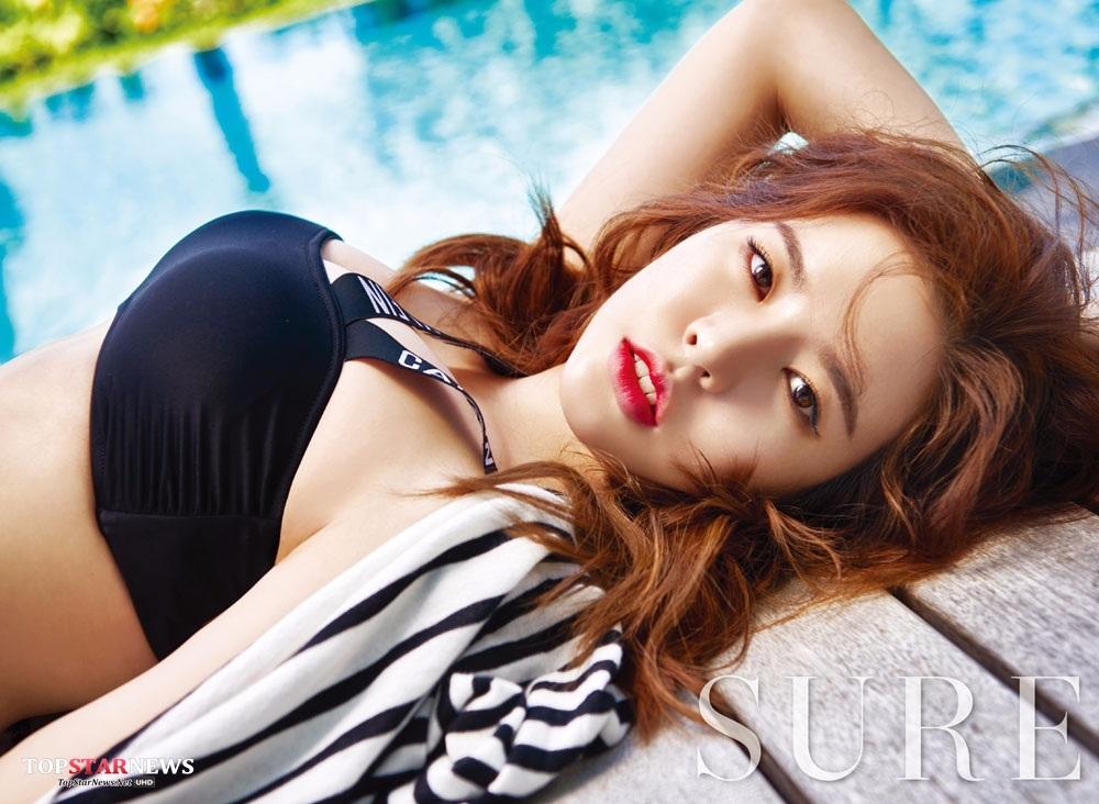然而前陣子韓國論壇上瘋傳了一系列Sunny的側拍照,不要以為只是一般的側拍照(搖手指)火辣程度直逼這張畫報啊(羞)