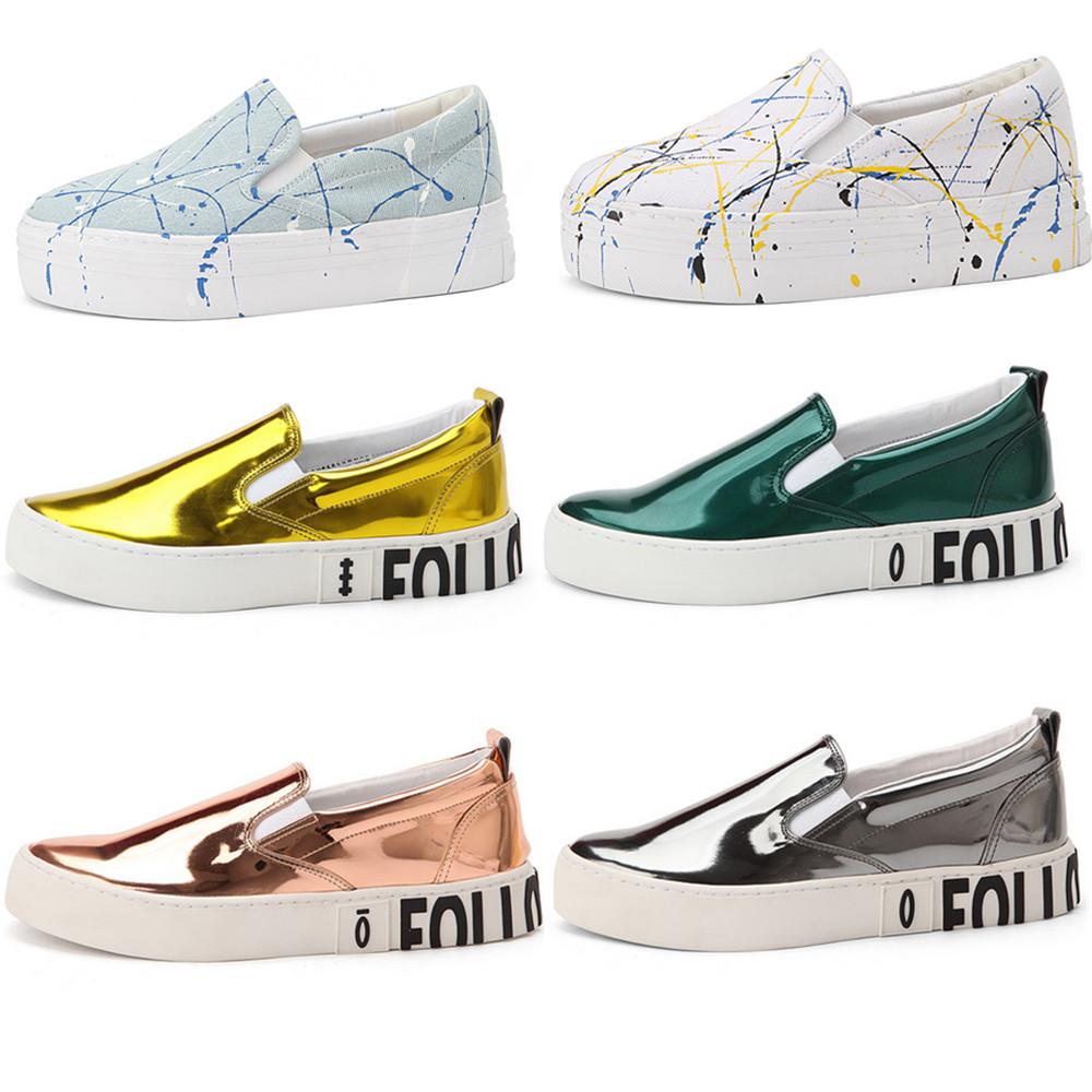 除了一般的鞋款,個性的塗鴉款和亮皮款,也很受潮人歡迎,尤其是亮皮款非常適合夏天。而且這個潮牌的鞋款幾乎都是這種厚底款,非常適合小隻女。