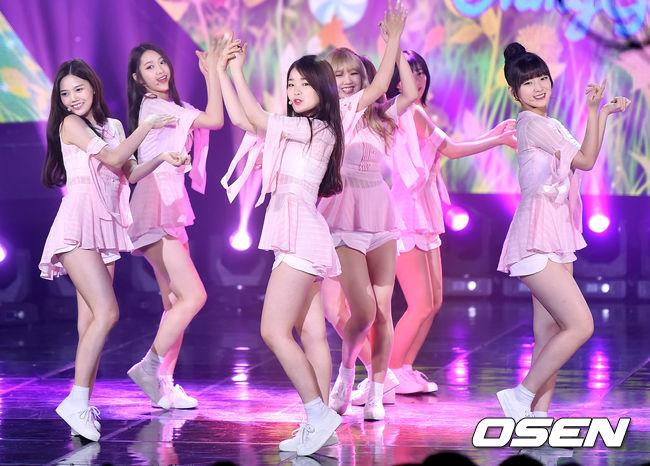 希望OH MY GIRL接下來不論是韓國還是日本的活動能夠延續這股氣勢!加油~~ 最後就來欣賞一下被網友大讚的MV吧!