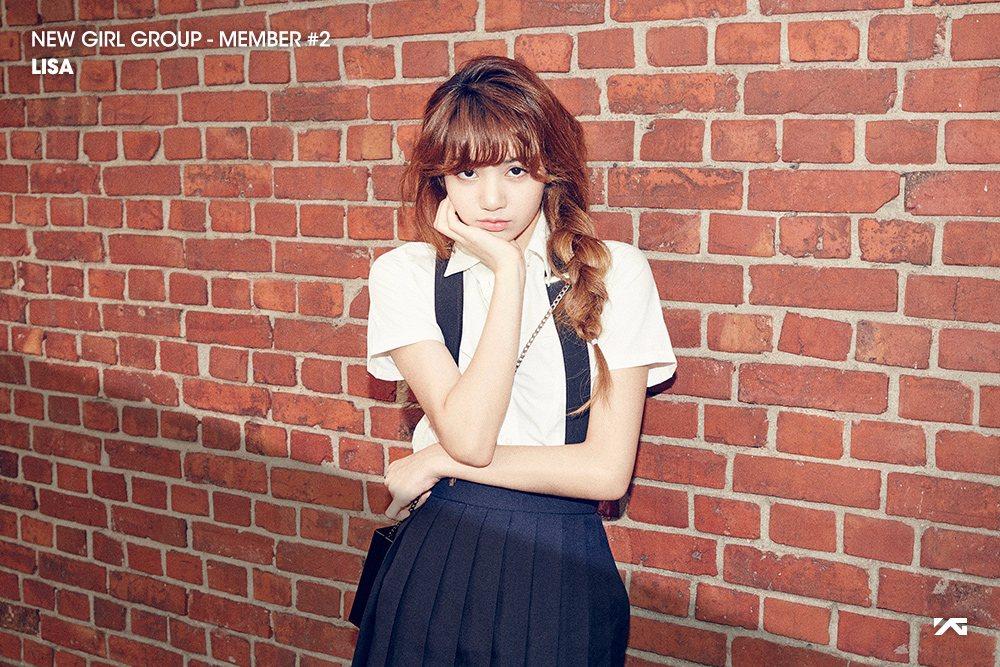 但是純外國人要怎麼進入YG呢?當然就是靠徵選啦!她在2010年參加YG在泰國的徵選會,以第一名的成績獲得進入YG的門票