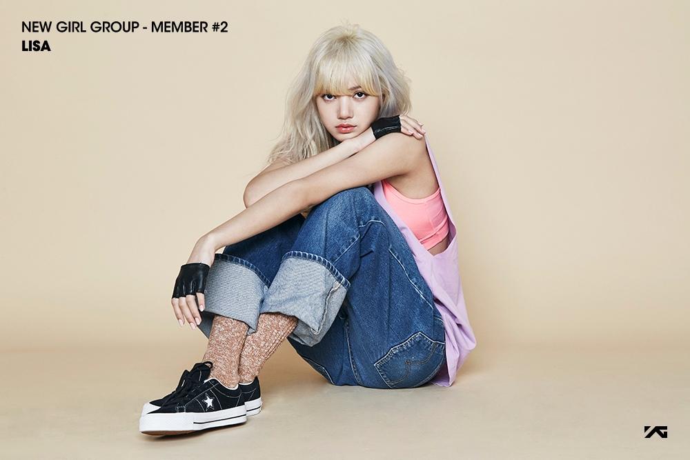 但是在韓國生活的5年,Lisa也變得有女人味了,皮膚也變白,再化個妝什麼的,變得更美了~
