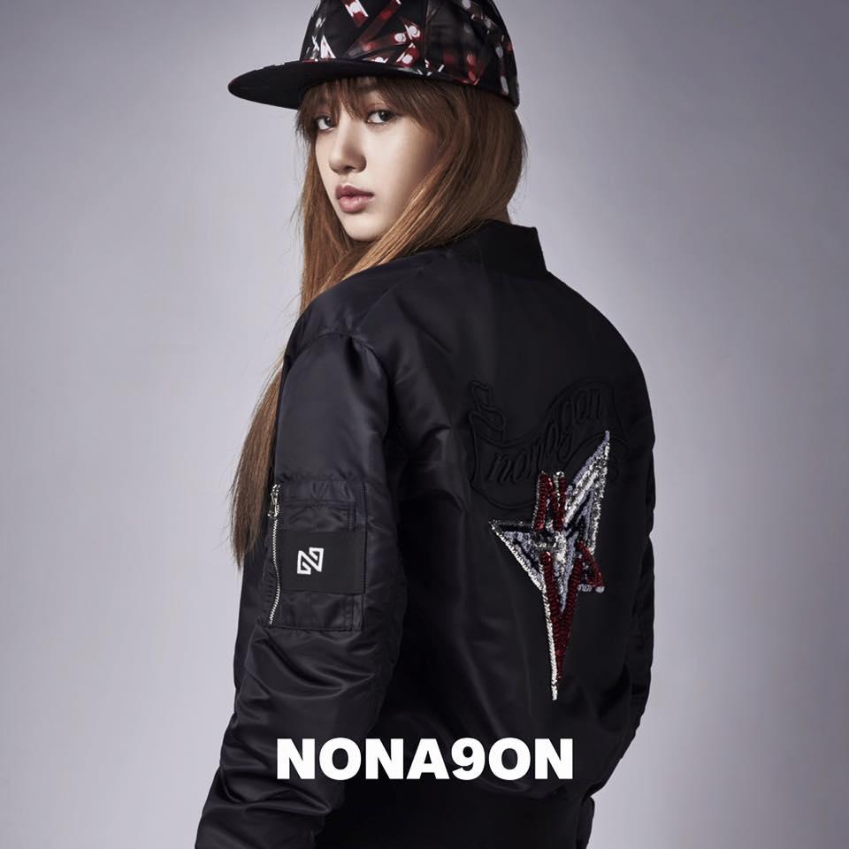 如果你是YG粉絲,也應該對Lisa的臉孔不陌生,她也已經作為YG服飾品牌Nonagon的模特兒有一陣子囉~