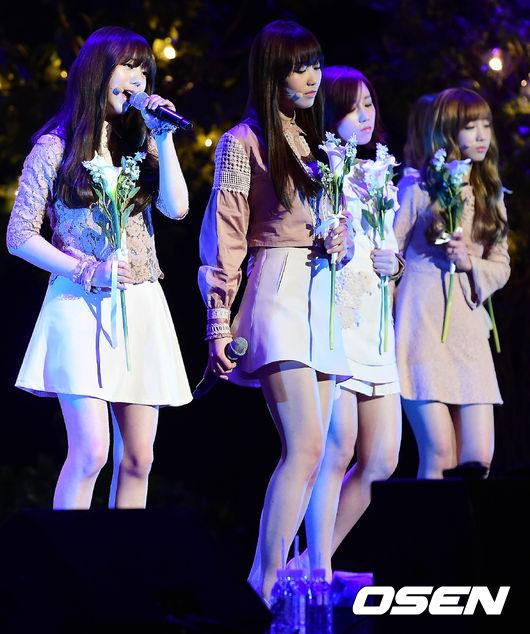 這首歌因此被Lovelyz的粉絲稱為「神曲中的神曲」完全展現了每位成員聲音的特色!
