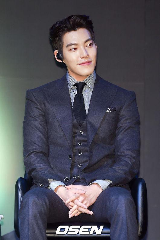 原來金宇彬的本名叫做「김현중」,和金賢重韓文名字同名,但金宇彬的漢字名字為「金賢中」~