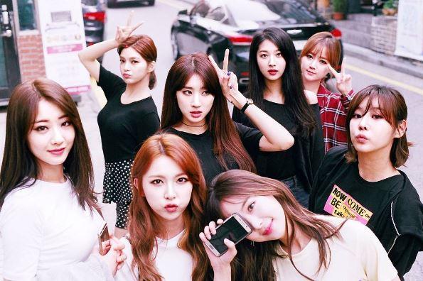 但4天前 E U Erine 才在IG上傳全體隊員的合照,今天突然宣佈約滿離團,想必不少他們的粉絲還是覺得有些感傷吧!而且會讓韓國網友說她們是命運多舛的女團不是沒有原因…