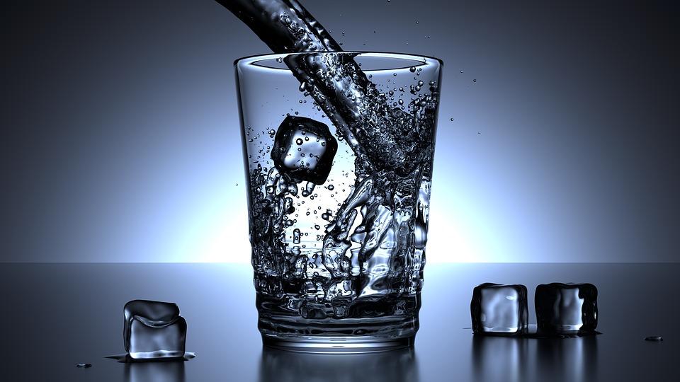 ✪ 冰水去除黑眼圈 ✪ 把小毛巾浸透在冰水中,去除擰至半乾,疊成長條形狀,放在眼皮上,大約10分鐘,黑眼圈明顯淡化。
