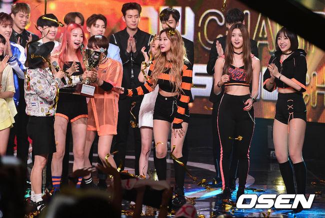 上週,EXID新歌《L.I.E》分別拿下MBC與SBS 2個音樂節目的一位!真的超厲害!(成員們驚訝的表情真的太可愛了!)