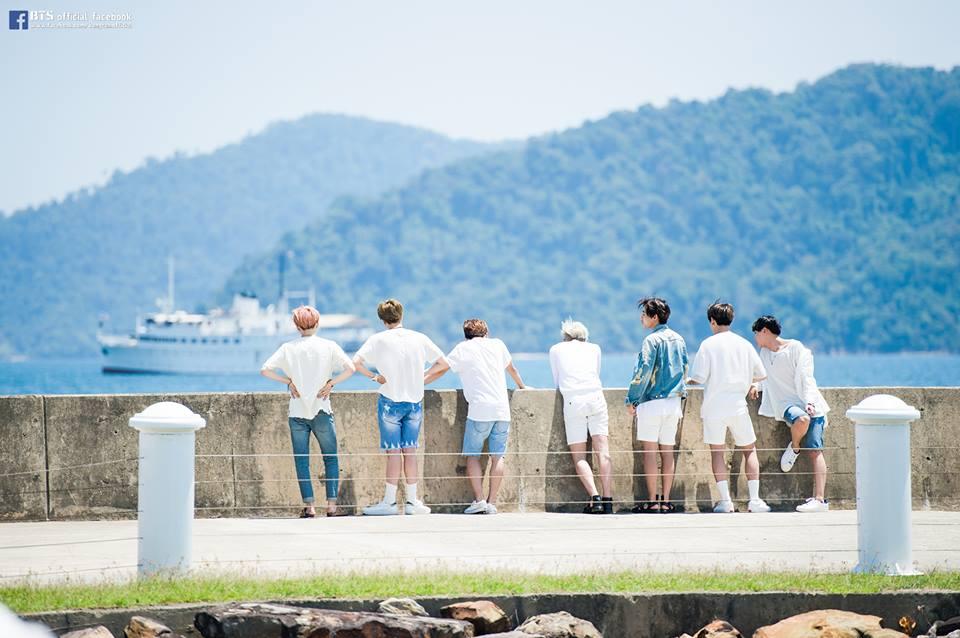 「這個男團」不僅銷量將破百萬,更是 Gaon Chart 的五月月榜冠軍。