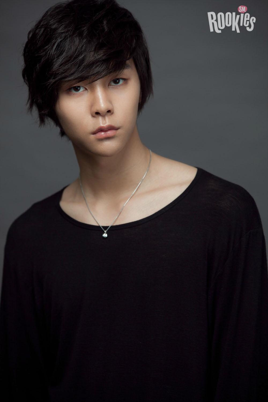 1995 年生的 Johnny,本名是徐英浩,美國芝加哥出生,大家知道他在 SM 娛樂當了幾年的練習生嗎?