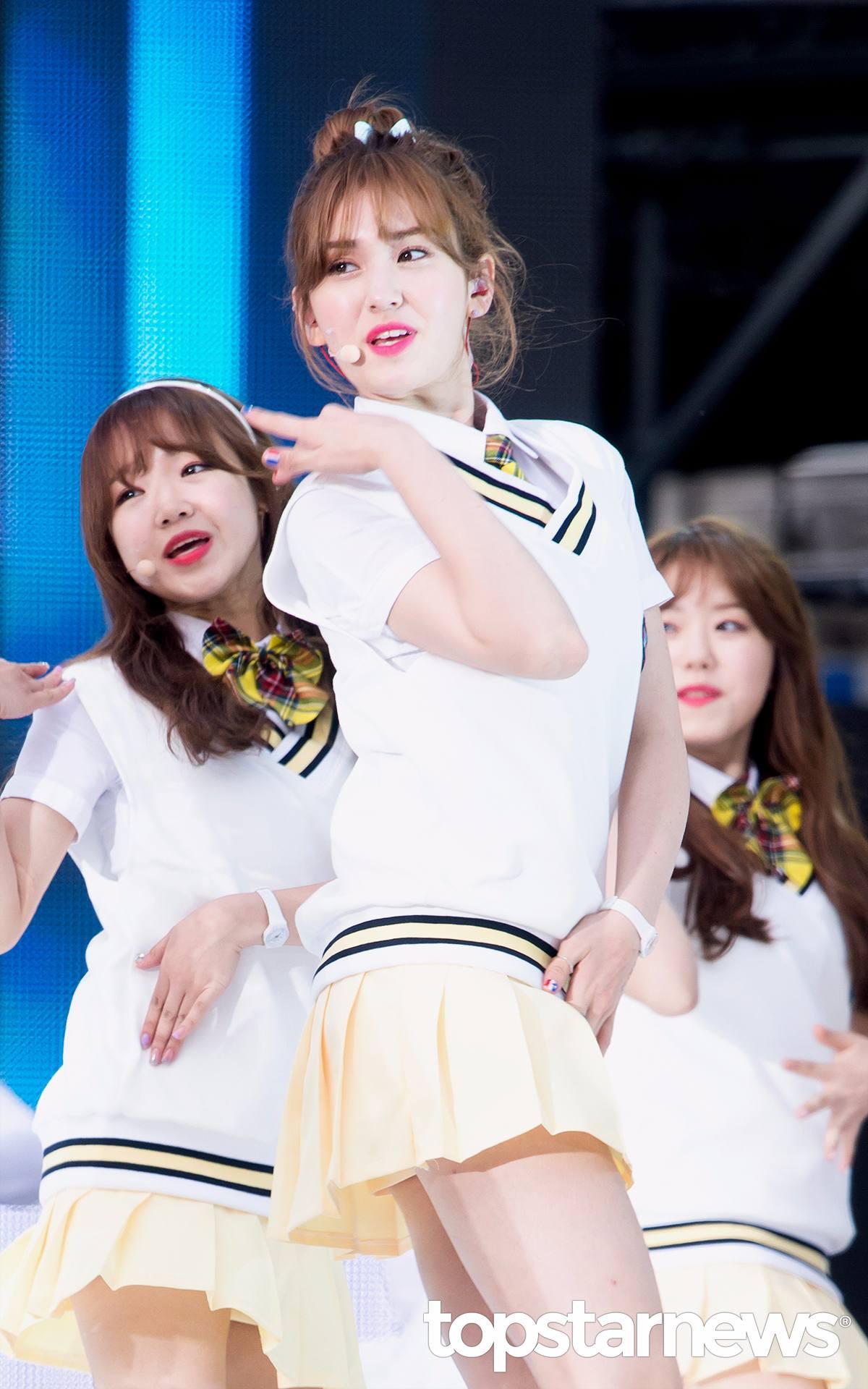 青春可愛形象深植人心的Somi,出演了不少綜藝節目,人氣也越來越旺!