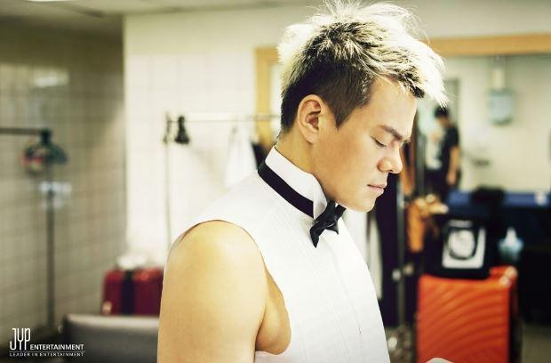 當然也少不了JYP社長的照片呦XD
