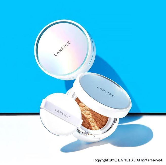 毛孔控油款則是有控油持妝效果的霧感肌,這款可以說是韓妞們夏季必備的氣墊粉餅之一,這次也是一上市就被一掃而空