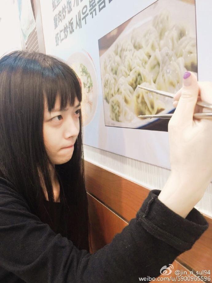 網友一致認為剪完新髮型的雪莉又回到剛出道的時候,大嘆不可思議!雖然雪莉關閉instagram轉戰微博,網友仍舊希望她能夠繼續上傳生活照~~