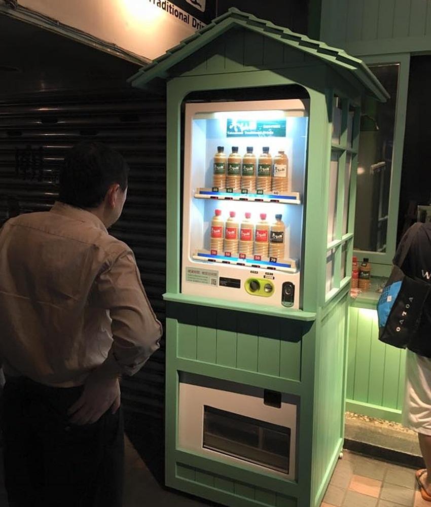 ▶冬仙堂(台北) 應該是台北第一間販賣機飲料(?),機身顏色超吸睛!