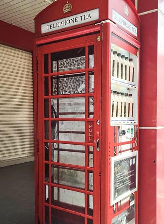 ▶電話TEA(高雄) 復古的英式電話亭,絕對會想去拍照朝聖的阿! 但是每天只限量200瓶而已喔,女孩們得手刀衝去買才行