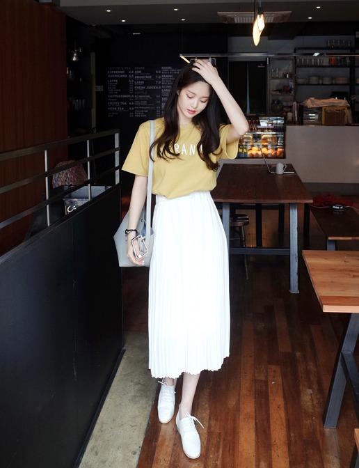 ♫ 長裙 就算上身是穿休閒感衣服,但只要加上長裙整個人感覺就優雅起來了耶
