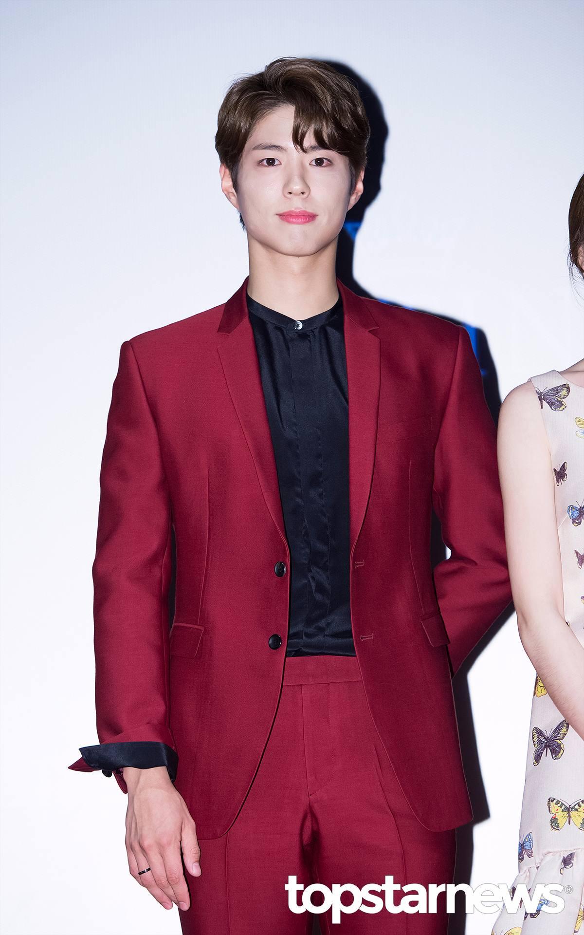 逗號瀏海?!酒紅色西裝讓他多了一點成熟的感覺,可以改叫歐霸嗎?