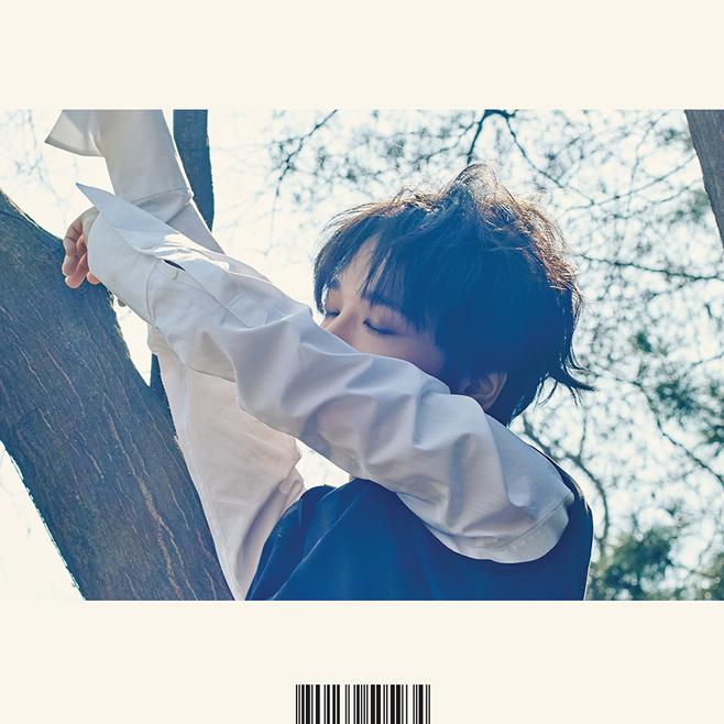 ♡ Super Junior 藝聲   今年上半年 SJ 的主唱 Line 紛紛發行了個人 SOLO 專輯,其中藝聲這張《Here I am》可是整整等了 11 年之久呢。