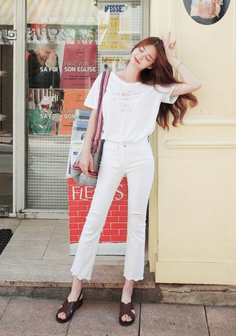 ► 全白穿搭 大家不太敢輕易嘗試的全白穿搭其實因為顏色的一致性反而不會那麼的顯胖
