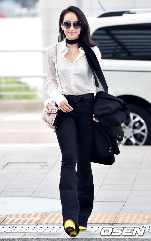 V媽 那麼美可以嗎? 明明長袖長褲卻還是很充滿知性美(?)...只有我這樣覺得嗎?