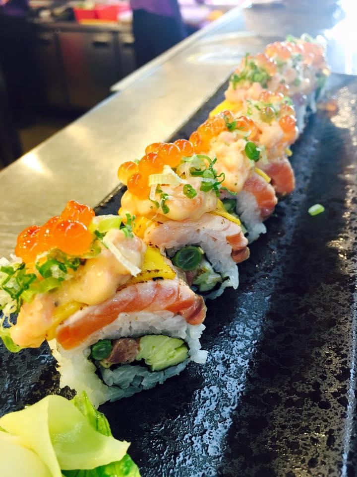 剛剛看到現在都是丼飯看膩了嗎?那麼鵝房宮的鮭魚生魚片絕對可以滿足你!!一樣是一間排隊名店,假日去都要等到天荒地老的餐廳,但是一吃根本就會覺得排那麼久值得啦~