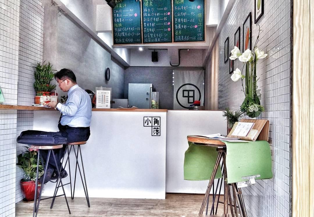 ▲小角落木瓜牛奶 ▲台北市文山區景文街175號 店面呈現簡單清爽的白色風格,不大卻有種讓人非常放鬆的感覺
