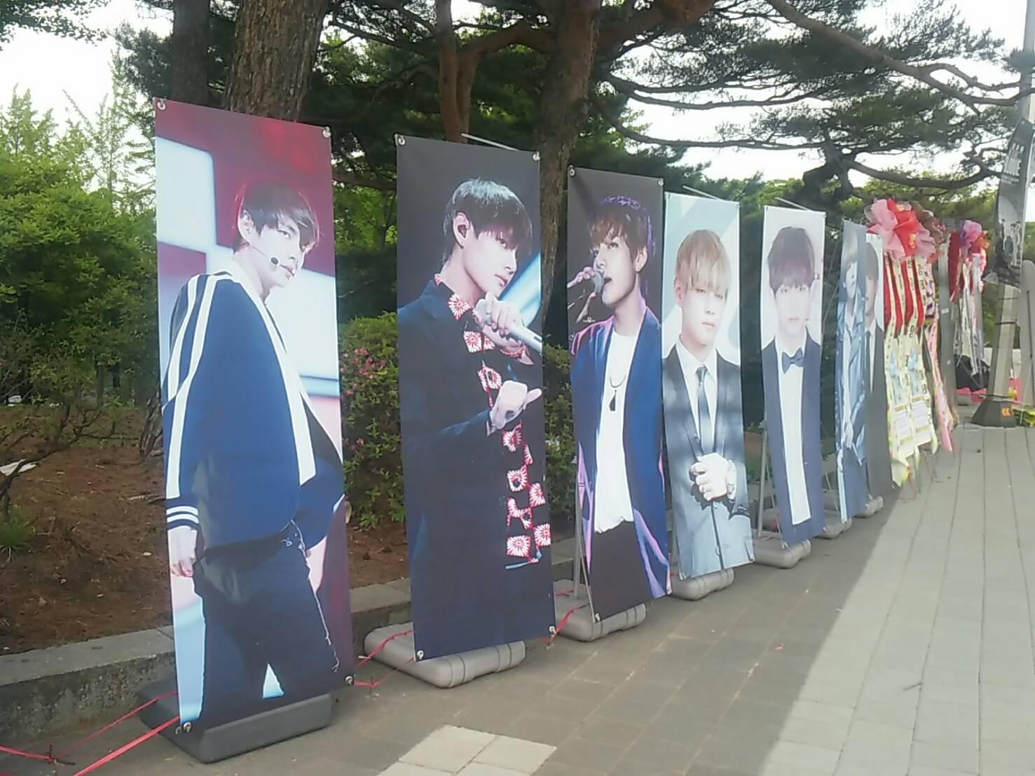 而且不只上一次米丘嫂帶大家到韓國直擊BTS演唱會,看到場外和場內一樣精采的應援~