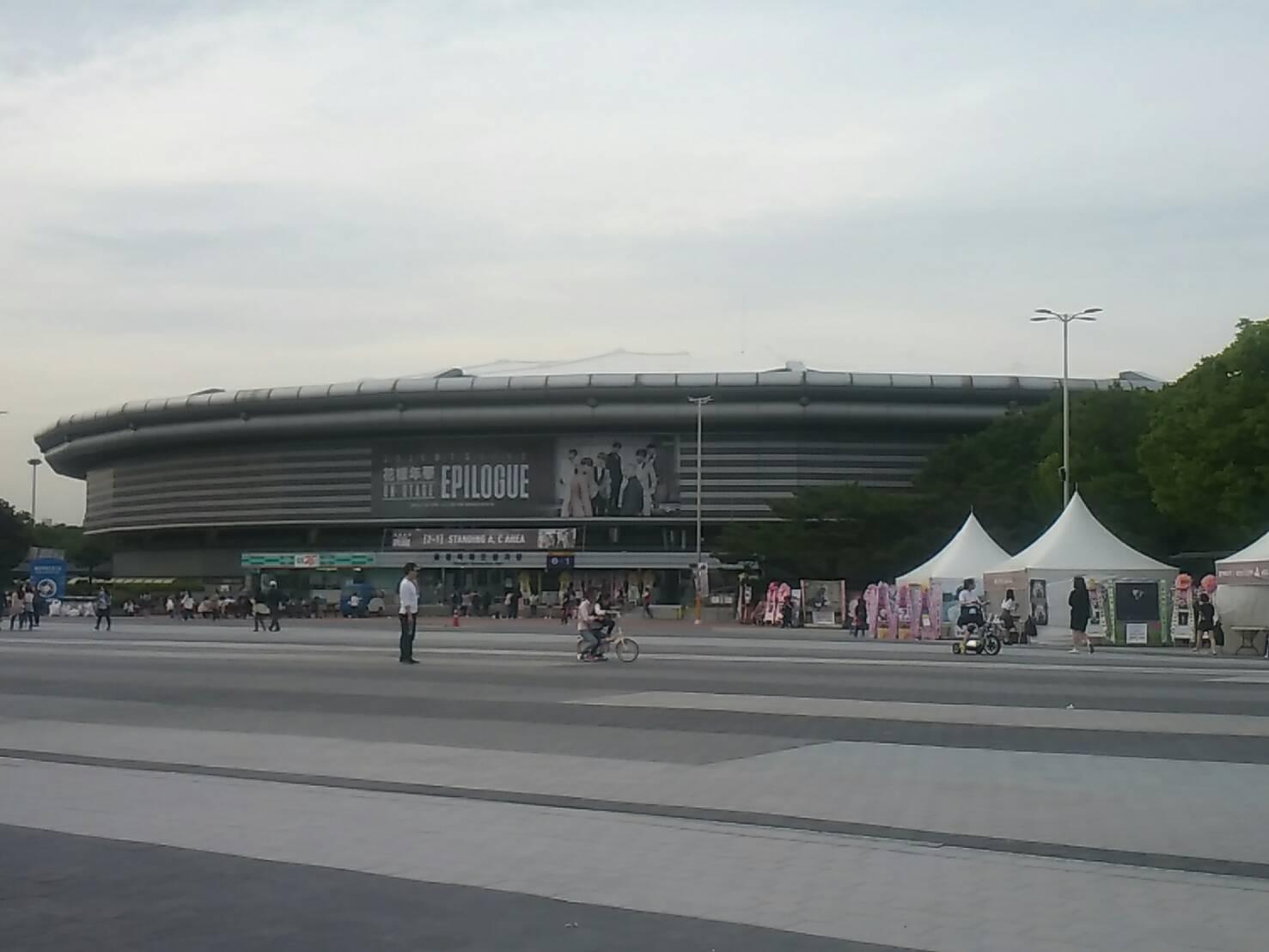 從去年開始的《花樣年華》三部曲讓防彈少年團人氣來到了新的高度,不僅專輯銷量不斷刷新紀錄、唱進了韓國偶像演唱會指標地「奧林匹克體育館」開了2場演唱會。