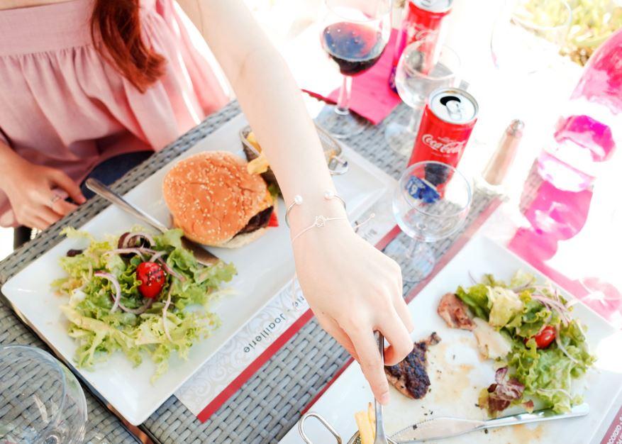 平常可以多吃沙拉或是以沙拉替代零食,不但健康又能提供飽足感