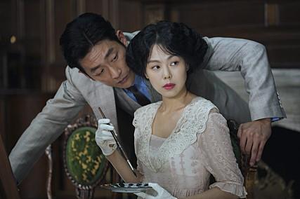 過去以懸疑推理電影《火車》奪下演技獎後,讓金敏喜的演技備受注意,近年來更是《老男孩》導演朴贊鬱等韓國知名藝術導演愛用的演員,更是今年韓國最受注目的電影《小姐》的主演之一
