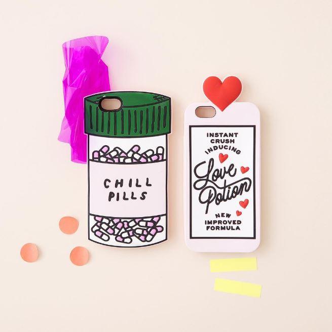 最紅的手機殼就是這兩款Love Potion和Chill Pills啦~