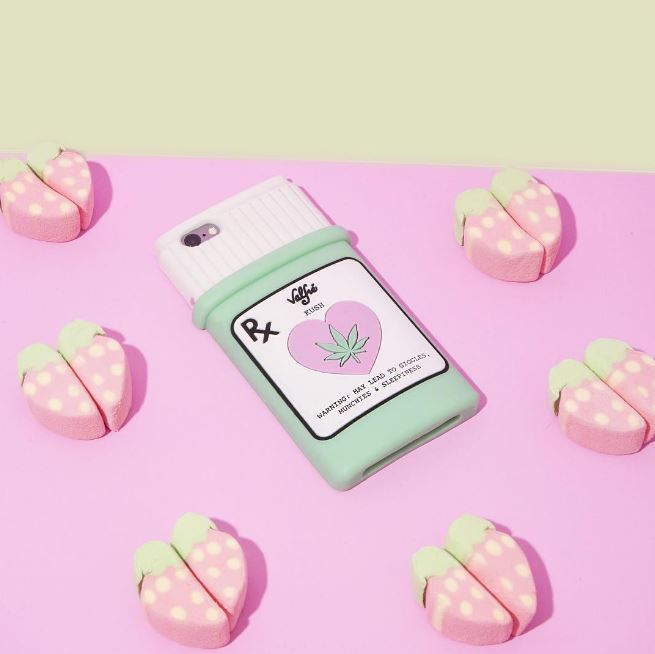 ► valfre valfre也是來自美國的設計品牌,每一款手機殼都是由插畫師親自設計,充滿少女心又有點搞怪的風格深受韓妞喜愛,像是韓國演員吳漣序就是valfre的愛用者喔!