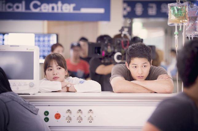 今年繼《太陽的後裔》宋慧喬在劇中飾演女醫生之後,今年暑假還有兩部韓劇的演員也紛紛扮起了「醫生」的角色!